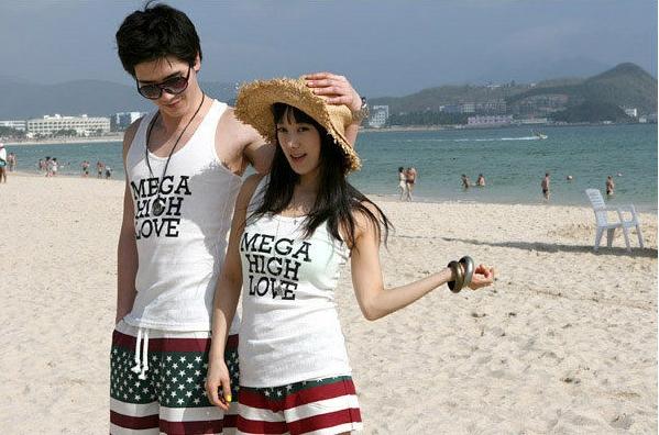 ชุดคู่รักไปทะเล ชาย หญิง เสื้อกล้ามสีขาว + กางเกงลายยางยืด น่ารัก
